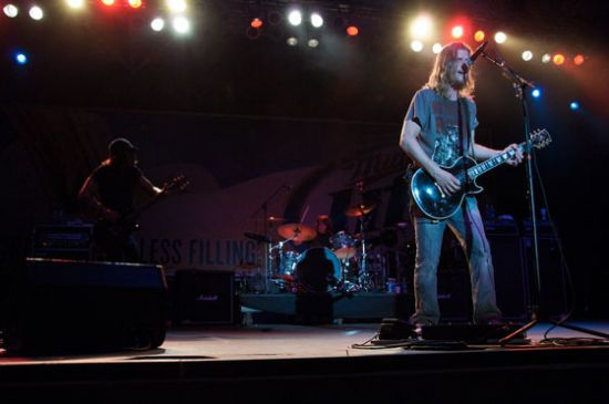 Wes Scantlin leads Puddle of Mudd at Summerfest in 2009.