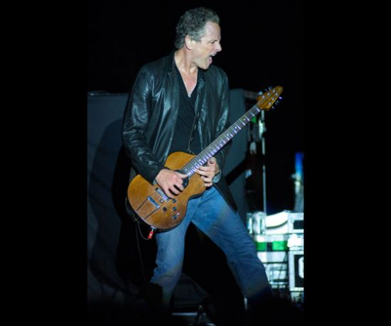 Lindsey Buckingham doing some awesome Turner guitar work.